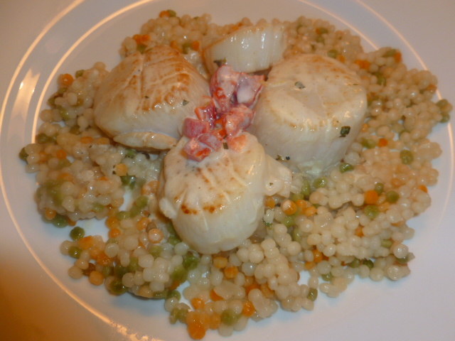 Scallops with lemon, thyme and red pepper cream sauce Ronit Penso