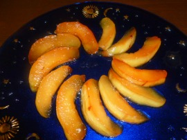 Keep on cooking for another 30 minutes, or until the quince changes color to orange-red and most of the liquid evaporated.