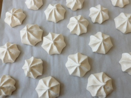 Meringue Kisses Ronit Penso