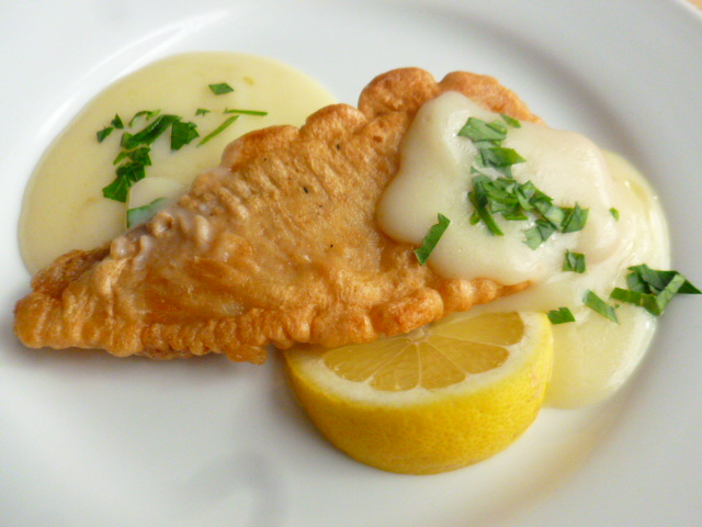 Fried fish with agristada sephardic lemon and egg sauce for Lemon fish sauce recipe